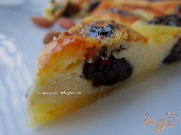 фото рецепта: Открытый пирог с черносливом и миндалем