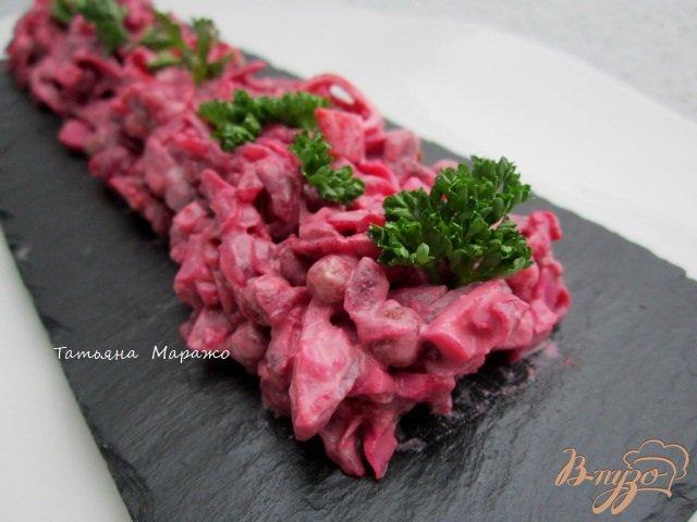 Фото приготовление рецепта: Свекольный салат с крабовыми палочками шаг №4