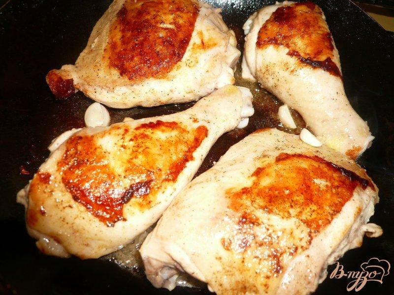 Фото приготовление рецепта: Куриные окорочка тушеные в молоке шаг №2