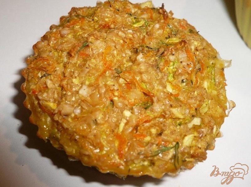 Фото приготовление рецепта: Овощные кексы шаг №6