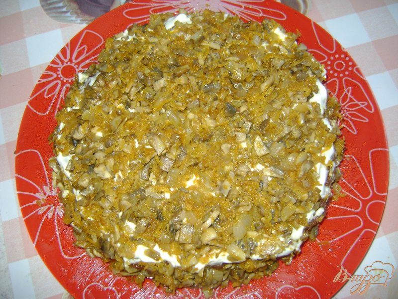 Фото приготовление рецепта: Печеночный торт с шампиньонами шаг №8