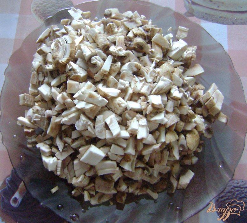 Фото приготовление рецепта: Печеночный торт с шампиньонами шаг №2