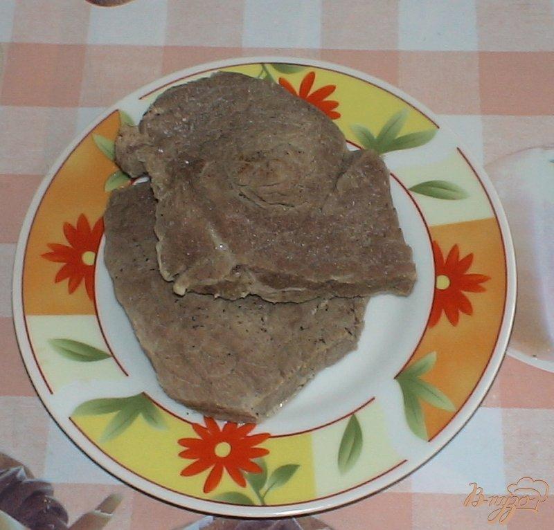 Фото приготовление рецепта: Рулетики из баклажанов с соусом цацики шаг №1
