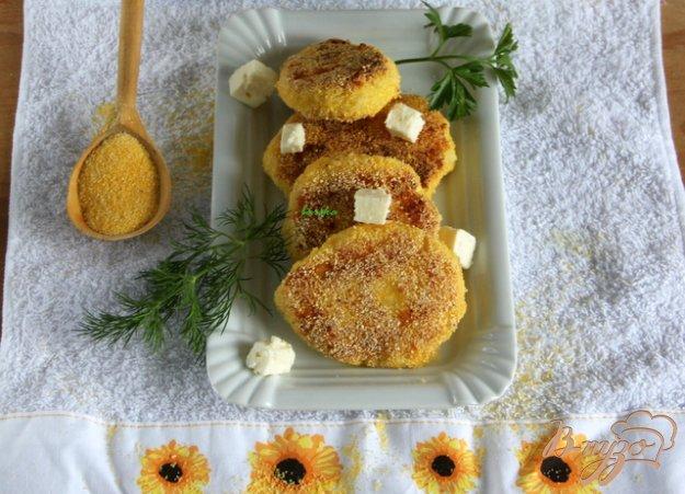 Рецепт Картофельные котлеты с брынзой в полента-панировке
