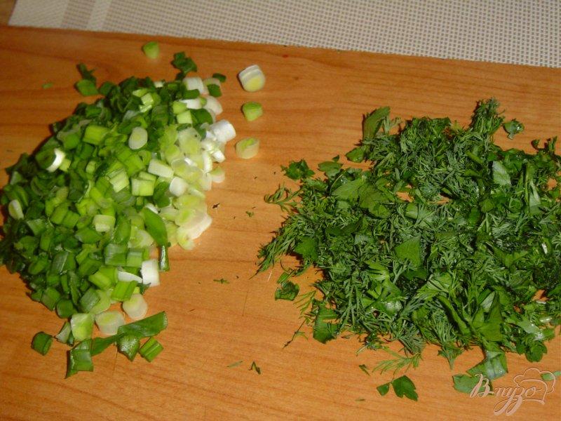 Фото приготовление рецепта: Салат из шампиньонов и зеленого горошка шаг №2