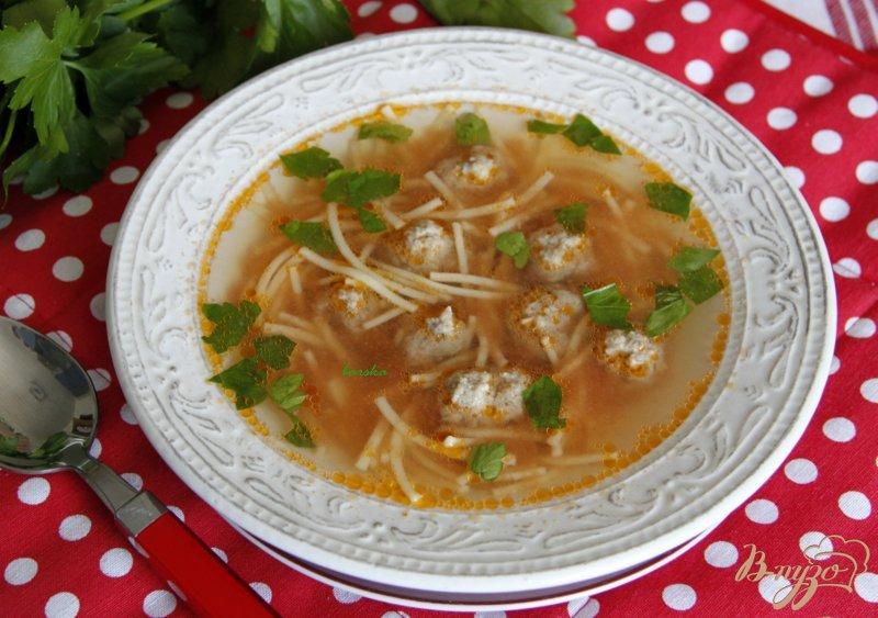 Фото приготовление рецепта: Суп на овощном бульоне с фрикадельками и вермишелью шаг №8