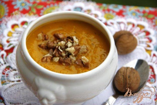 фото рецепта: Тыквенный суп-пюре с грецкими орехами