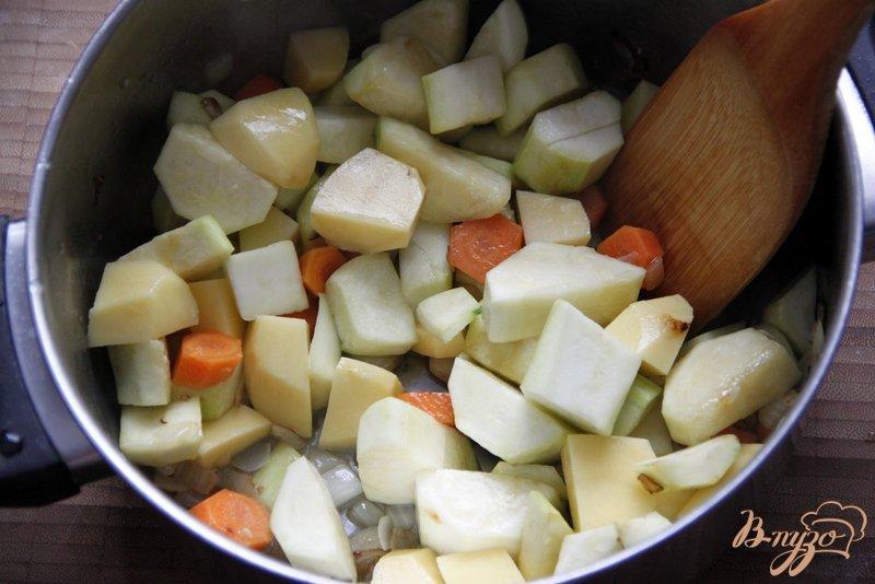 Фото приготовление рецепта: Суп-пюре из цуккини шаг №2