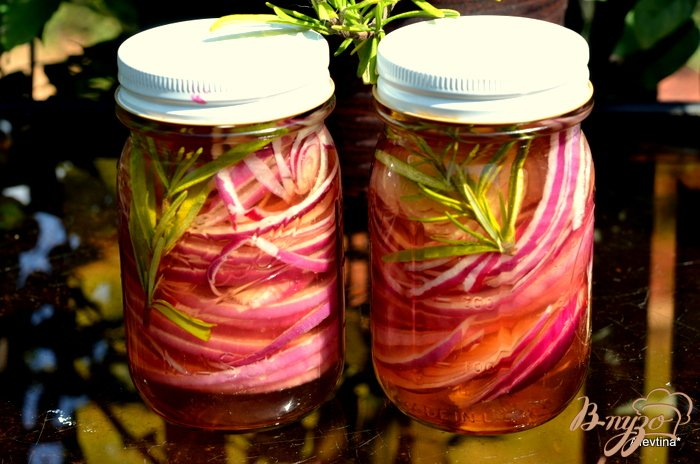 Фото приготовление рецепта: Розовый маринованный лук шаг №4