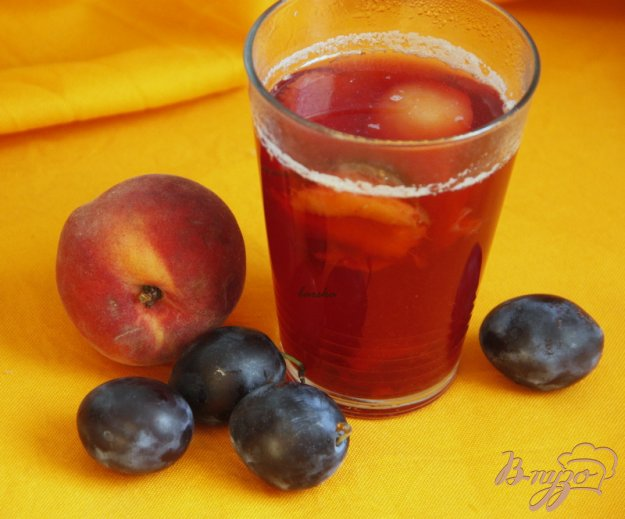 фото рецепта: Сливово-персиковый компот