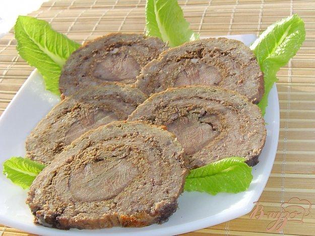 Рецепт Мясной рулет с языком и орехами