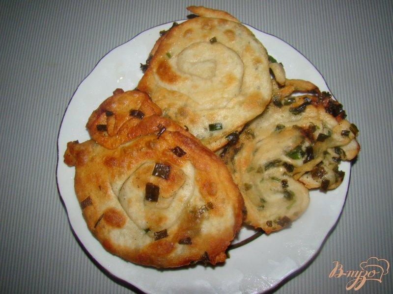 Фото приготовление рецепта: Китайские блины с зеленым луком шаг №10