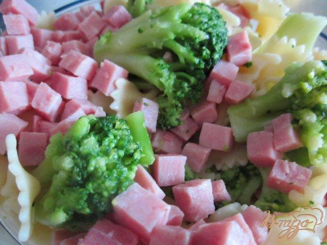 Фото приготовление рецепта: Паста с брокколи и сыром Бри шаг №3