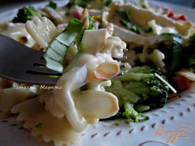 Фото приготовление рецепта: Паста с брокколи и сыром Бри шаг №9