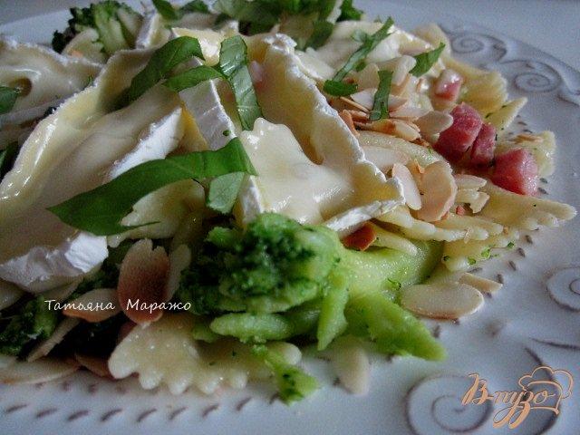 Фото приготовление рецепта: Паста с брокколи и сыром Бри шаг №8