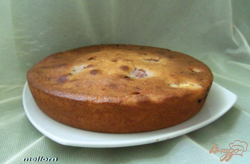 Фото приготовление рецепта: Пирог с нектарином и шоколадом шаг №6
