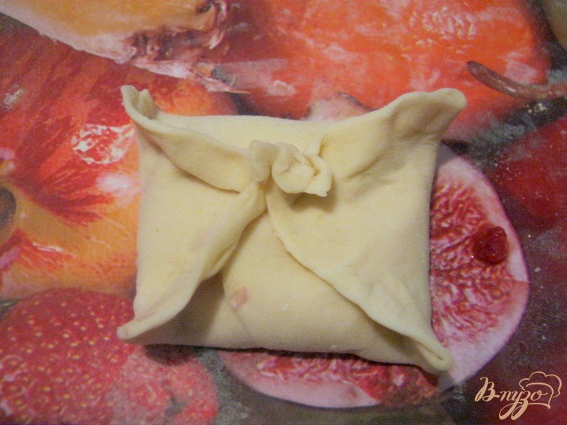 Фото приготовление рецепта: Слоёные конвертики с фруктовой начинкой шаг №5