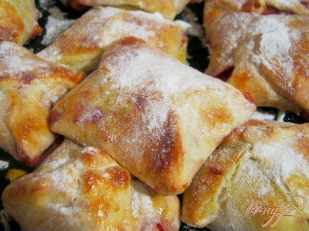 фото рецепта: Слоёные конвертики с фруктовой начинкой