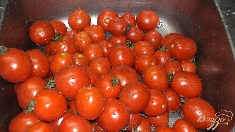 Фото приготовление рецепта: Консервированные помидоры проще простого шаг №1
