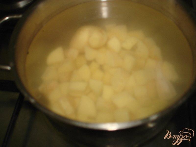 Фото приготовление рецепта: Суп с фрикадельками и сырочками шаг №2