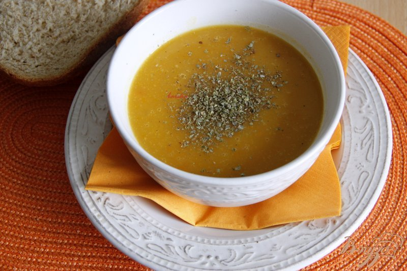 Фото приготовление рецепта: Морковно-картофельный суп-пюре шаг №4