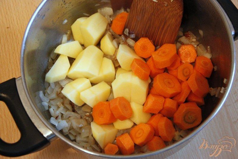 Фото приготовление рецепта: Морковно-картофельный суп-пюре шаг №1