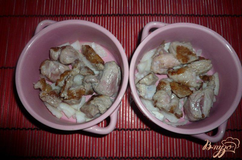 Фото приготовление рецепта: Рисовая каша с мясом в горшочке шаг №3