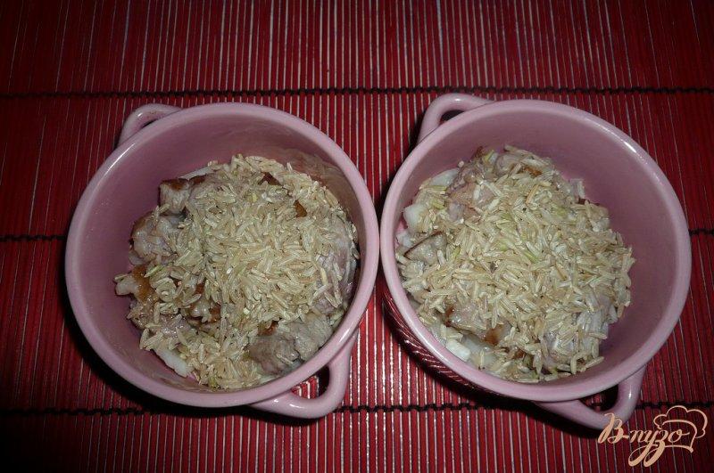 Фото приготовление рецепта: Рисовая каша с мясом в горшочке шаг №4