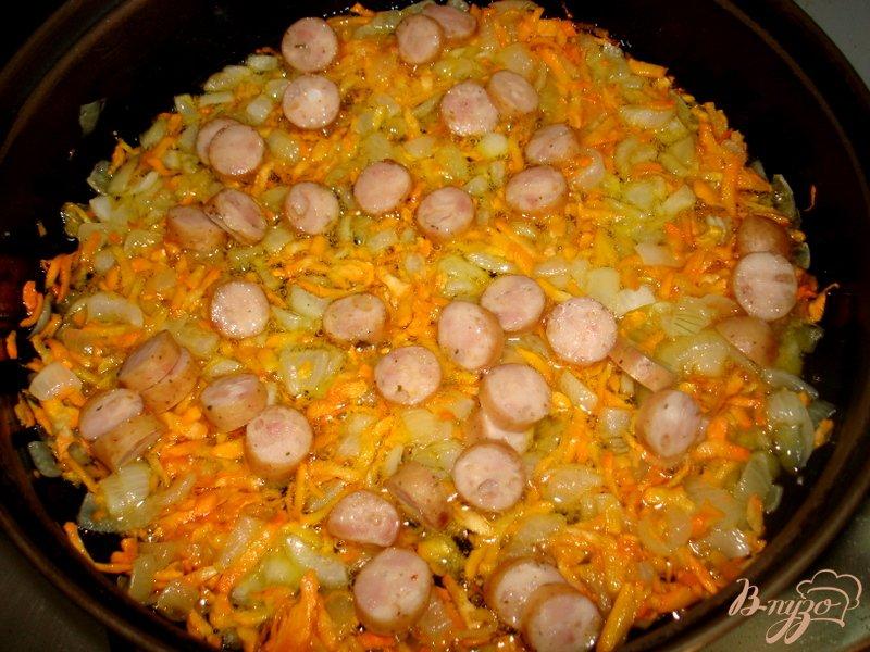 Фото приготовление рецепта: Стручковая фасоль с копчёными сосисками шаг №4
