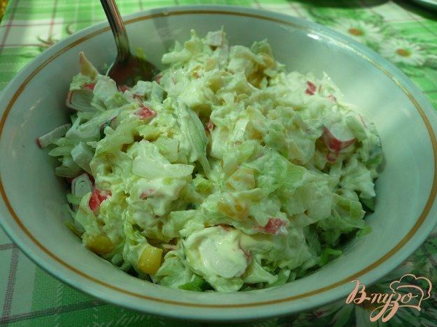 фото рецепта: Салат свежий с крабовыми палочками