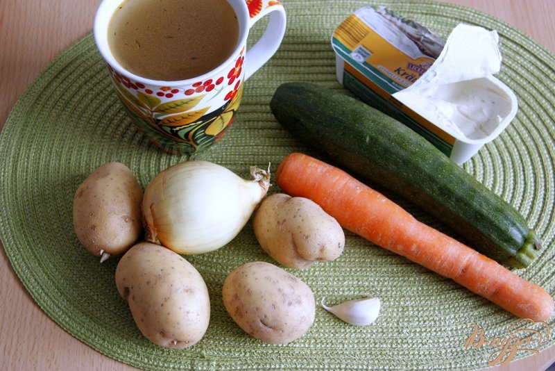 Фото приготовление рецепта: Сырно-овощной крем-суп шаг №1