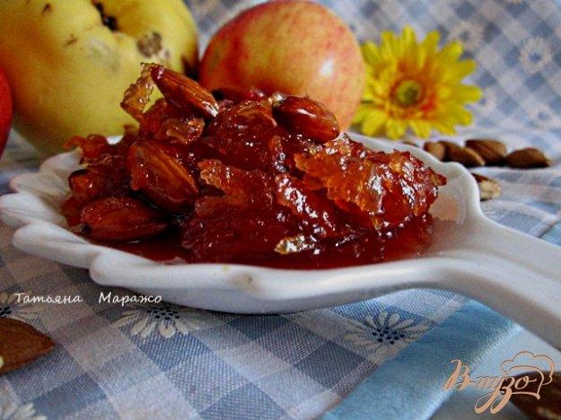 Рецепт Яблочно-айвовое варенье с миндалем и ромом