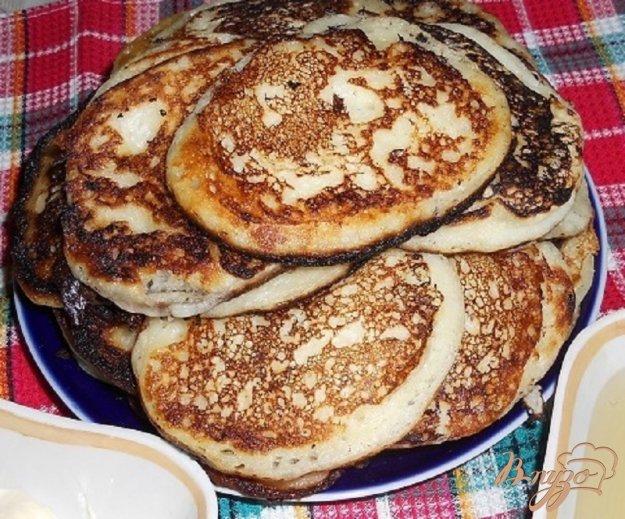 Рецепт Оладьи на простокваше, с мёдом и бабской сметаной