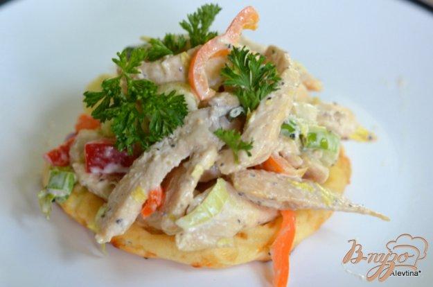 Рецепт Куриный салат с сырными слойками