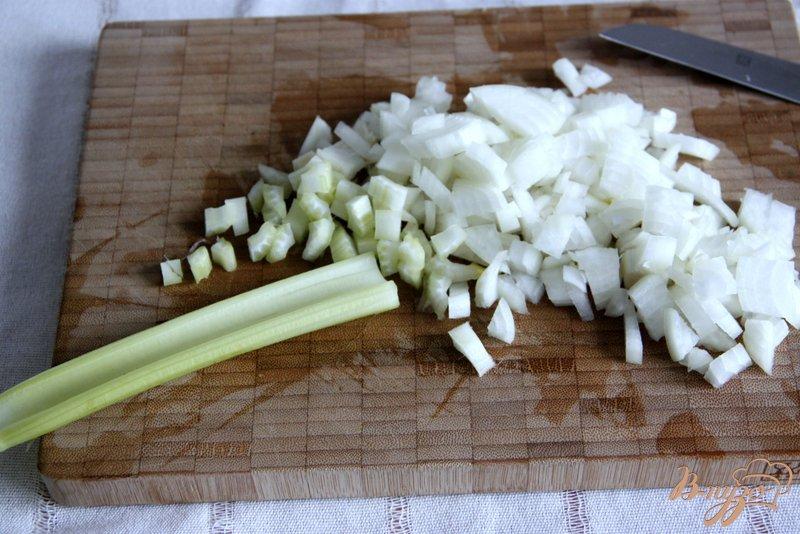 Фото приготовление рецепта: Сливочный суп с рыбой шаг №2
