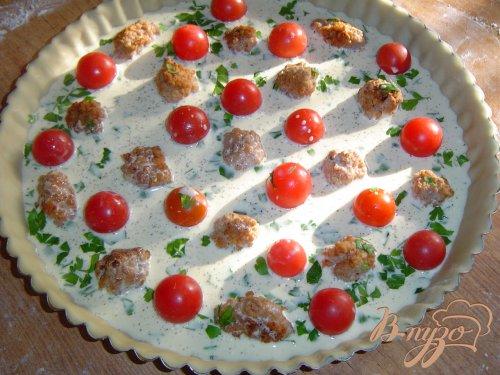Киш с помидорами черри и мясными шариками