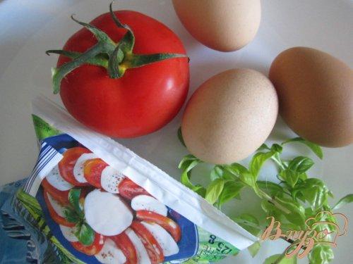Омлет с томатами и моцареллой