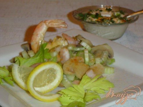 Грибной салат с креветками и сельдереем