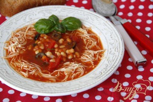 Средиземноморский томатный суп с фасолью и пастой