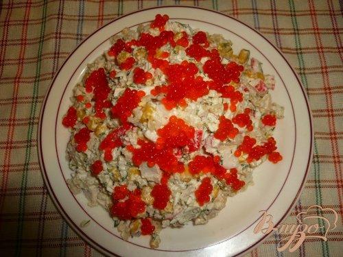 Салат сытный с крабовым мясом и красной икрой