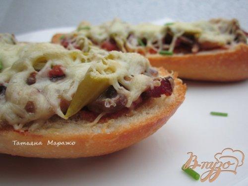 Горячий бутерброд с ветчиной и грибами