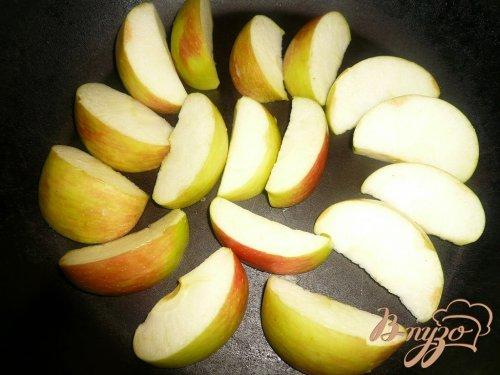 Куриные бедрышки с яблоками
