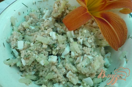 Лёгкий салат из печени трески