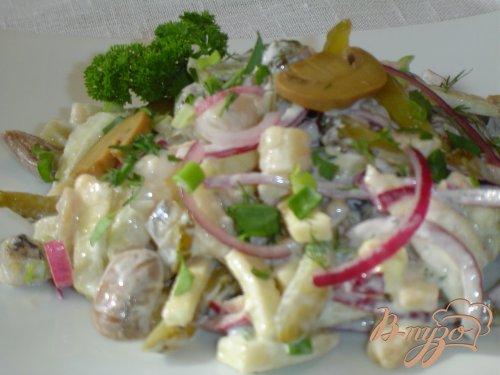 Салат с шампиньонами, сельдью и осминожками
