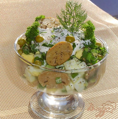 Салат из шампиньонов и зеленого горошка