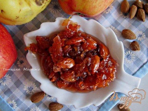 Яблочно-айвовое варенье с миндалем и ромом