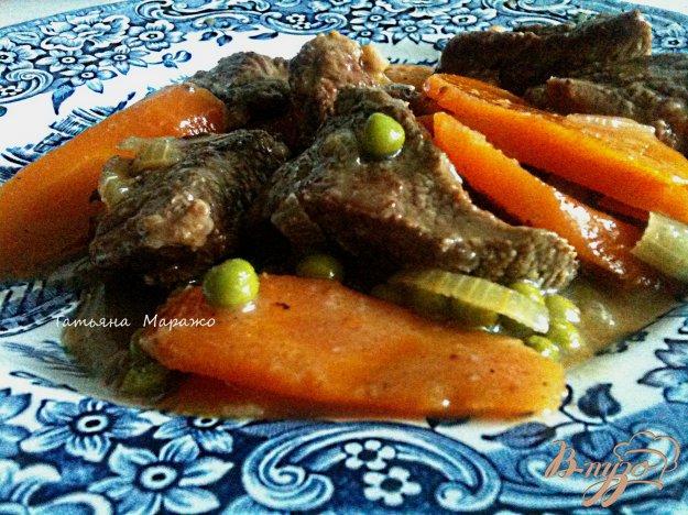 Рецепт Говядина с морковью и зеленым горошком