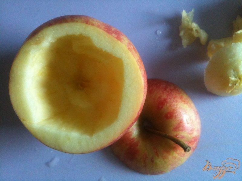 Фото приготовление рецепта: Печеные яблоки с карамелью и арахисом шаг №1
