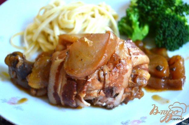 Рецепт Куриные ножки в беконе с яблоками