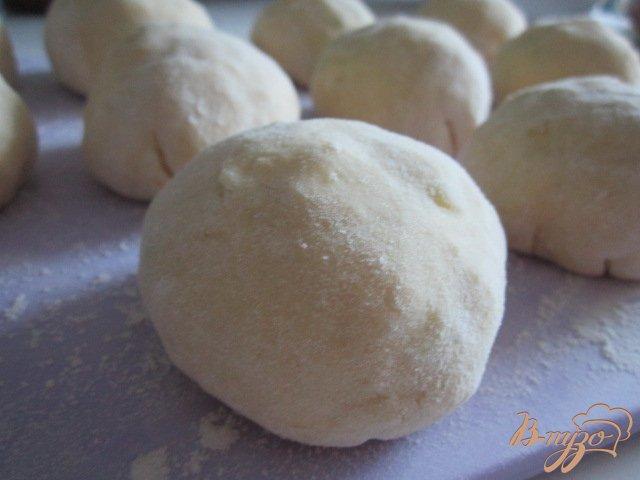Фото приготовление рецепта: Картофельно-творожные  галушки с грибами шаг №6